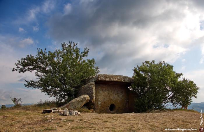 dolmen-solnechnyj